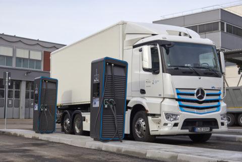 Daimler Trucks: E-Mobility Group startet weltweite Initiative für Elektro-Lkw-Ladeinfrastruktur