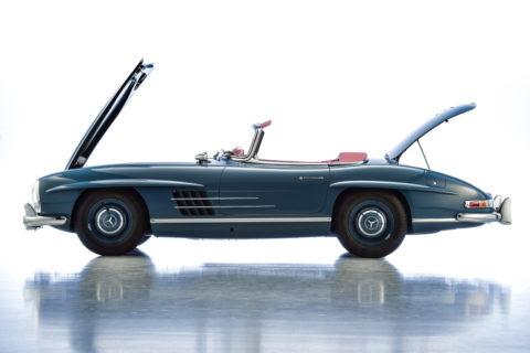 Mercedes-Benz Classic auf der Retro Classics 2020 Foto: Mercedes-Benz 300 SL Roadster (W198) aus dem Jahr 1960. Das Fahrzeug wird nach einer Werksrestaurierung von Mercedes-Benz Classic zum Verkauf angeboten.