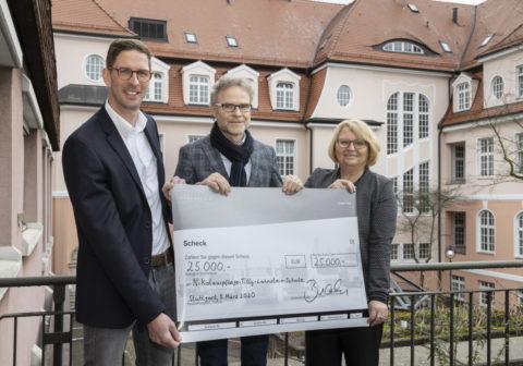 Daimler Trucks spendet 25.000 Euro für sehbehinderte Schülerinnen und Schüler