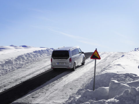 Härtetest bei Eis und Schnee: Der Mercedes-Benz EQV in der Wintererprobung am Polarkreis