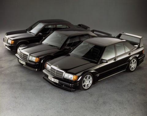 Mercedes-Benz 190 E 2.5-16 Evolution II (vorn rechts) mit seinen Vorgängern 190 E 2.5-16 Evolution (Mitte) und Mercedes-Benz 190 E 2.3-16 (hinten links).  E 2.3-16 (behind, left). Photo from 1990.