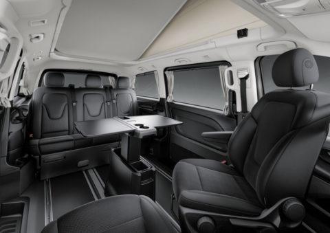 Update für das kompakte Freizeitmobil mit Stern: Der neue Mercedes-Benz Marco Polo ACTIVITY Foto: Interieur Stoff Santiago schwarz, Dreiersitz/Liegebank, drehbare Vordersitze, Klapptisch