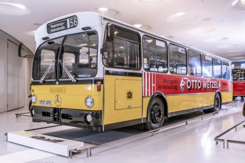 Vor 125 Jahren: Erster Omnibus mit Verbrennungsmotor von Benz & Cie Foto: Mercedes-Benz O 305 Standard-Linienomnibus von 1980. Exponat der Dauerausstellung im Mercedes-Benz Museum, Raum Collection 1 – Galerie der Reisen.