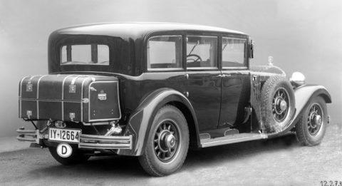 """Rollende Pracht: Der Repräsentationswagen Typ """"Großer Mercedes""""Foto: Pullman-Limousine aus dem Jahr 1931 mit Stoßschutz an der Rahmenverkleidung unter den Türen, mit separatem Koffer."""