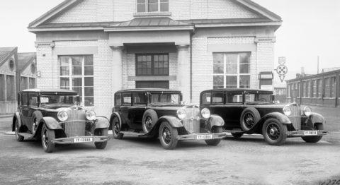 """Rollende Pracht: Der Repräsentationswagen Typ """"Großer Mercedes""""Foto: Der Typ 770 genoss großes Ansehen bei gekrönten und ungekrönten Staatsoberhäuptern und in Kreisen der Industrie und Finanzwelt. Im Bild gleich drei Pullman-Limousinen dieses Typs, die 1931 im Werk Sindelfingen auf ihre Auslieferung warten."""