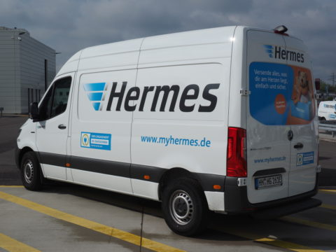 Neue Serie für die letzte Meile: Mercedes-Benz Vans übergibt 15 eSprinter an Hermes Germany