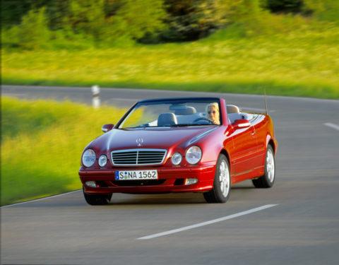 Sportlich-elegante Zweitürer mit großem Flair - Die Mercedes-Benz E-Klasse Coupés und Cabriolets Foto: CLK Cabriolet (A208) aus dem Jahr 1999