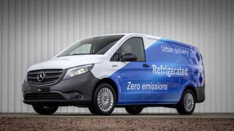 """Mobiler Supermarkt liefert mit dem Mercedes-Benz eVito """"Polarfuchs"""" lokal emissionsfrei direkt nach Hause"""